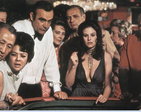 james bond jouant à la roulette au casino